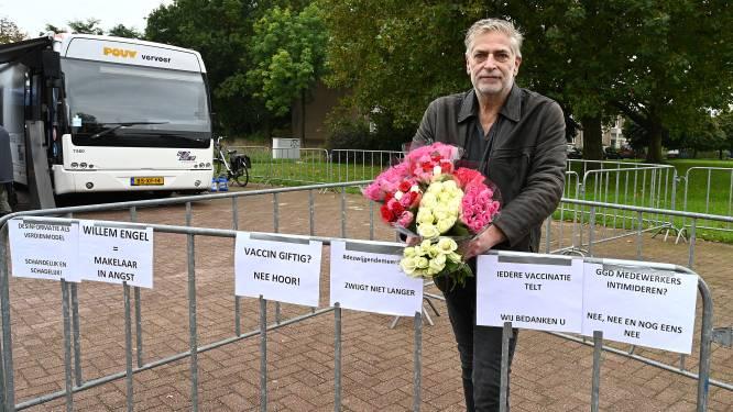 Drie demonstranten verzamelden zich vóór het prikbeleid: hart onder riem voor 'zwijgende meerderheid'