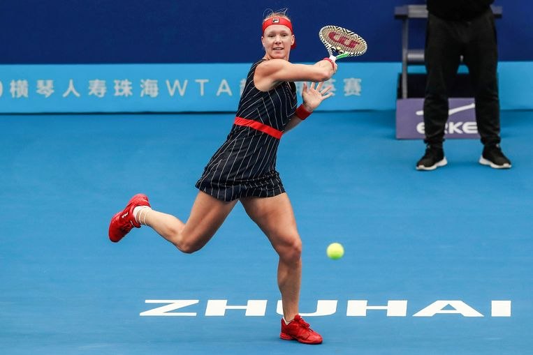 Kiki Bertens speelt een wedstrijd tegen de Wit-Russische Aryna Sabalenka in Zhuhai.  Beeld AFP