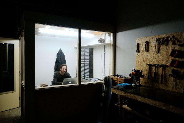 Binnen de muren bevinden zich nu illustratoren, meubelmakers, fotografen, een acupuncturist, coaches en een hypnotherapeut Beeld Merlin Daleman