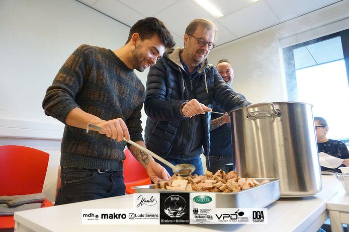 Met Mathias Vergels heeft de vereniging zelfs een bekende peter die zelf al eens mee een potje kwam koken.