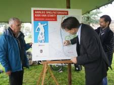 Handtekening onder snelfietsroute tussen Amersfoort en Bunschoten