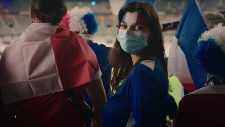 Beeld uit een Frans campagnefilmje voor vaccinaties tegen covid. Beeld