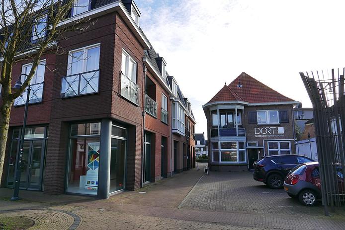 Nieuw (links) en oud zijn in harmonie bij de entree tot De Baronije, vanaf de Stationsstraat.