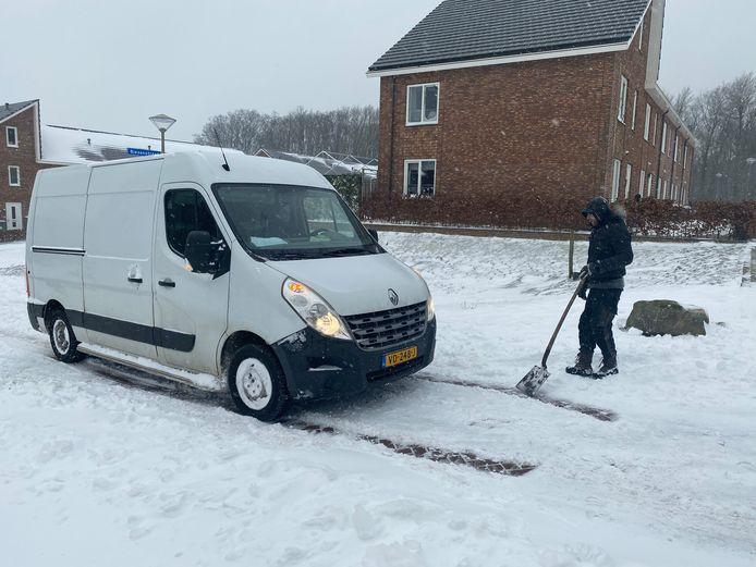Graven voor een busje in Groesbeek