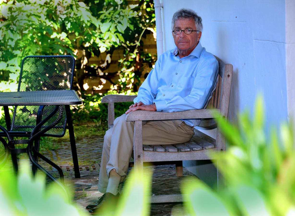 Leopold Hertzberger ging zeven jaar geleden met pensioen, maar is nu weer wekelijks te vinden in het ziekenhuis.