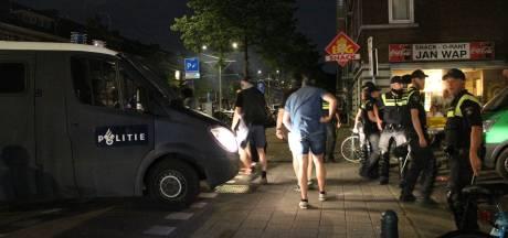 Journalisten doen aangifte tegen vuurwerkgooiers bij Jonckbloetplein na overwinning van Oranje