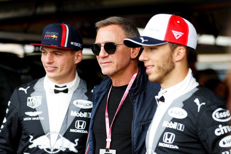 Max Verstappen vooraf met acteur Daniel Craig en ploegmaat Pierre Gasly.
