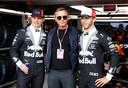 Max Verstappen en Pierre Gasly met 'James Bond' Daniel Craig.