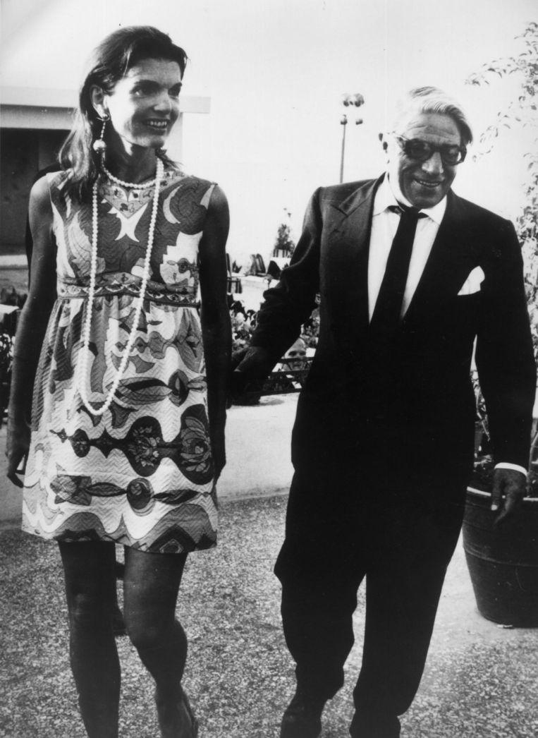 Na haar huwelijk met Aristoteles Onnasis (rechts op de foto) leidde ze als Jackie O haar tweede leven, met veel bohoprints en zigeunerjurken.