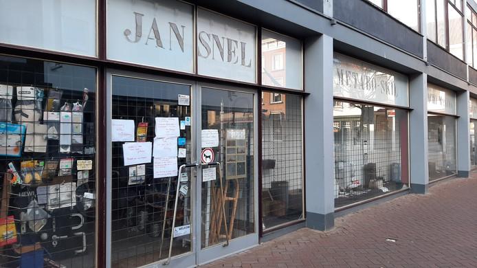De winkel in de Raadhuisstraat was al geruime tijd gesloten.