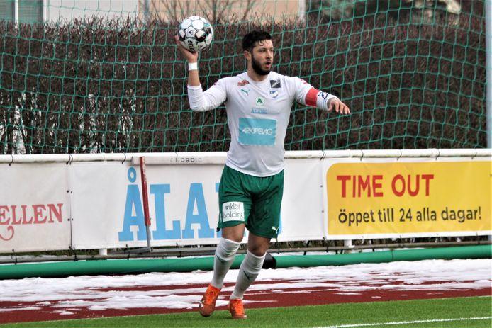 De voormalige ADO-verdediger Robin Buwalda is als aanvoerder van IFK Mariehamn begonnen aan zijn derde jaar in Finland.