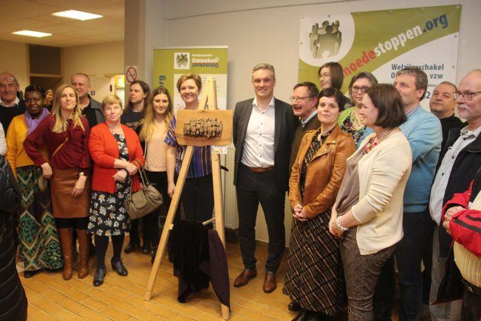 Welzijnsschakel Ommekeer overhandigde de 'Laagste Drempel Award 2019) aan de bibliotheek van Erpe-Mere.