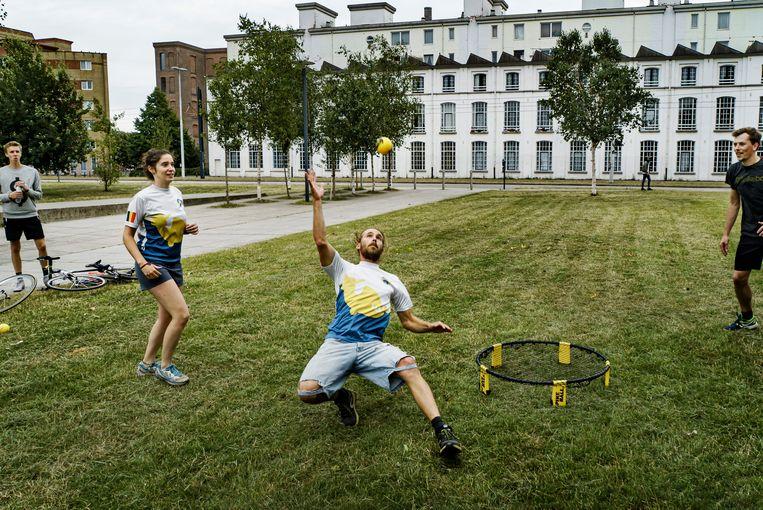 Roundnet-training in Gent. Beeld Eric De Mildt