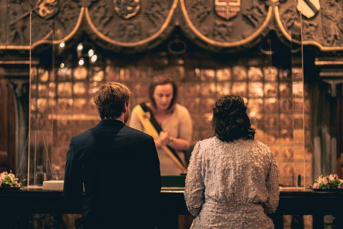 Een illustratiebeeld, in de trouwzaal van het historisch stadhuis.