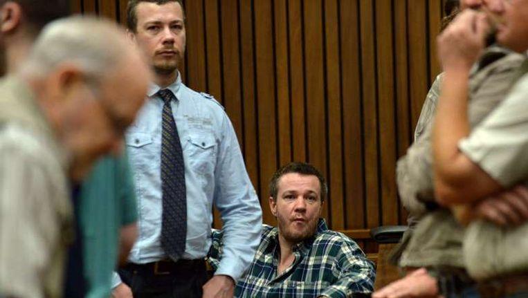 Johan (R) en Wilhelm (L) Pretorius, twee van de 20 rechts-extremisten die zijn veroordeeld voor het willen vermoorden van Nelson Mandela en het verjagen van de donkergekleurde mensen uit Zuid-Afrika gisteren in de rechtszaal Beeld afp