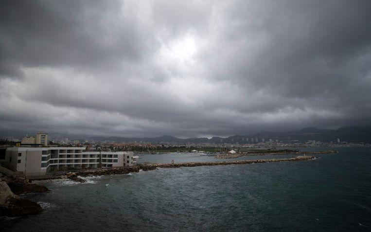 Regenwolken boven Marseille. Beeld AP