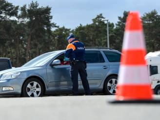 Politie neemt drie auto's in beslag bij controle aan Parklaan