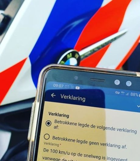 """Un conducteur Tesla pense pouvoir rouler plus vite sur les autoroutes néerlandaises: """"Je n'émets rien"""""""