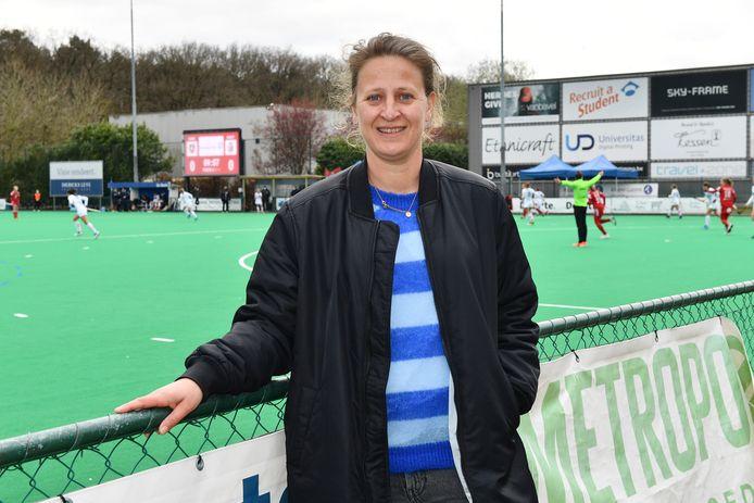 Nieuwe uitdagingen voor Sofie Gierts: ze coacht momenteel de nationale meisjes U18 en vanaf september ook het mannenteam van Ukkel.