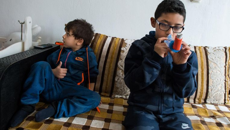 Vocht in de woningen aan de Bernard Loderstraat zou gezondheidsklachten veroorzaken bij kinderen Beeld Mats Van Soolingen