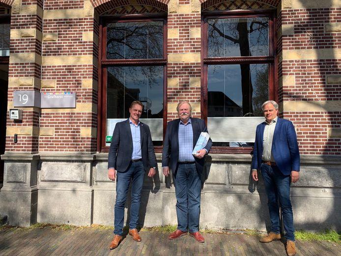 Vlnr: Directeur TrapXpress Danny Withaar, oprichter TrapXpress Joop Withaar en Algemeen directeur Vios Houttechniek Holding B.V. Dirk Bergman.