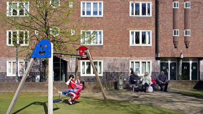 . Een speeltuintje in Amsterdam. De stad kent zes straten in de top-20 van vuilste straten