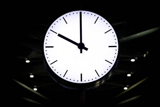 'Vanaf woensdag duurt de avond buiten, door de zomeravondklok, nog een uur langer.' Foto ter illustratie.