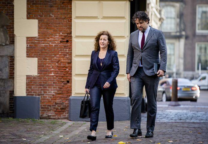 Minister Ingrid van Engelshoven van Onderwijs, Cultuur en Wetenschappen (links).