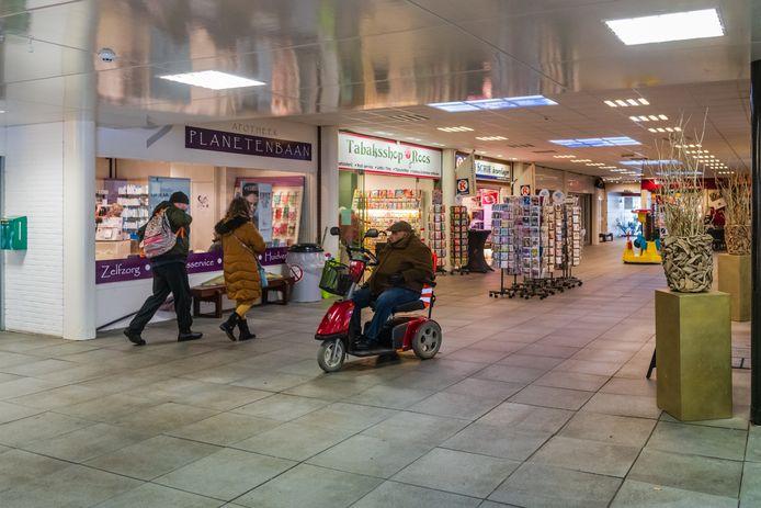 Tabaksshop Roos in winkelcentrum Planetenbaan houdt voorlopig de deuren dicht.