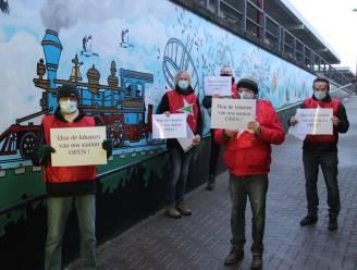 """PVDA protesteert in station Kontich-Lint tegen sluiting loketten NMBS: """"Er zijn zoveel zaken waarop de automaat geen antwoord heeft"""""""