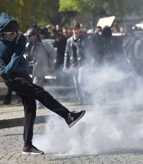 Agent zwaargewond geraakt bij rellen in Parijs
