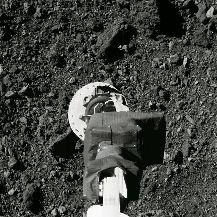 De Amerikaanse ruimtesonde OSIRIS-REx heeft de afgelopen jaren onderzoek gedaan bij Bennu en vorig jaar zelfs gruis verzameld.