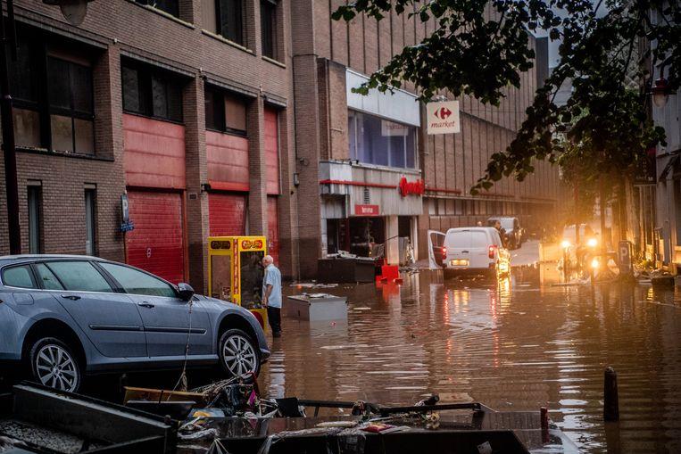 Het noodweer zorgt voor ernstige schade in verschillende delen van het land. Het Rode Kruis zette een solidariteitsactie op poten. Beeld Photo News
