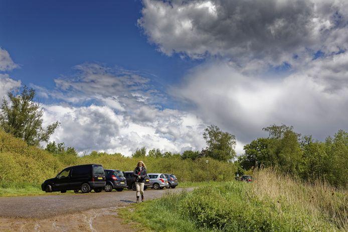 Deze parkeerplaats aan Halderse Akkers in Sint-Michielsgestel wordt uitgebreid met 24 parkeerplekken.