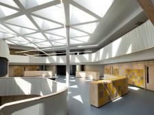 Open en speels, strak en licht: een kijkje in het nieuwe schoolgebouw van het Dr.-Knippenbergcollege in Helmond