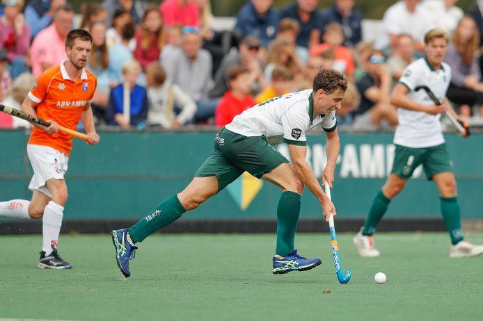 Harry Martin in actie voor HC Rotterdam in het verloren hoofdklasseduel bij Bloemendaal.