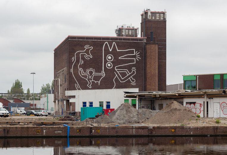 De muurschildering van Keith Haring op het koelhuis van het Food Center Amsterdam. Beeld Nina Schollaardt