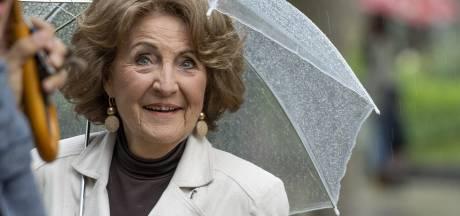 Prinses Margriet onthult in Oisterwijk een standbeeld om zorgmedewerkers te eren en slachtoffers van corona te herdenken