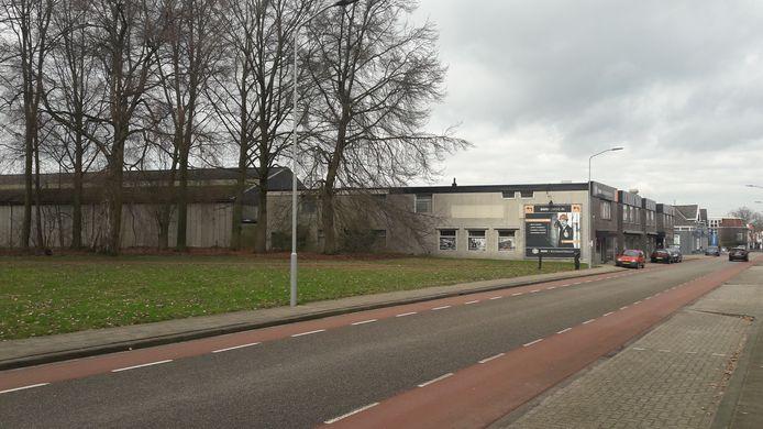 De groothandel voor bouwmaterialen aan de Wooldseweg: beoogde plek voor een nieuw wooncomplex voor zeventig Winterswijkse ouderen.