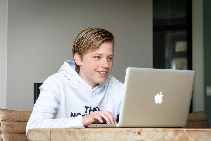 Scholier Juul Mentink uit Bavel is een bedrijf in bijles begonnen.