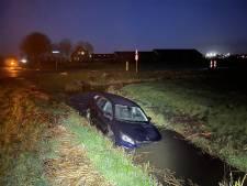 Hulpdiensten rukken uit voor lege auto in sloot, bestuurder blijkt op adem te komen bij boer