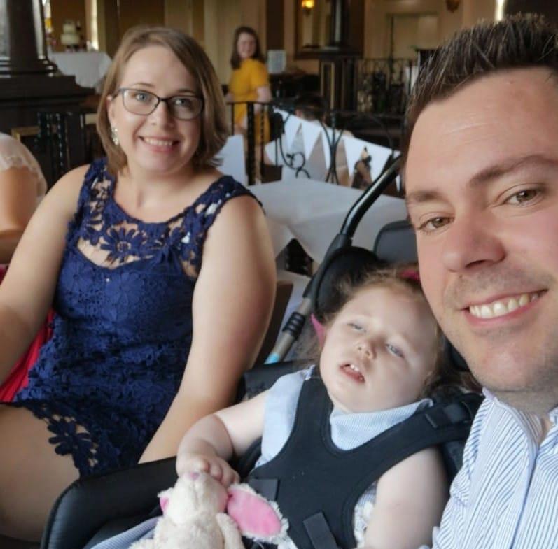 Het gezin Shaw met hun gehandicapte dochtertje Emily.