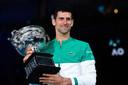 Novak Djokovic komt na het winnen van de Australian Open dicht in de buurt bij Roger Federer en Rafael Nadal.