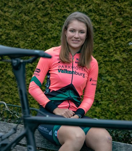 Niet alleen Anna van der Breggen, ook Loes Adegeest komt na het NK tijdrijden met kampioenstrui thuis