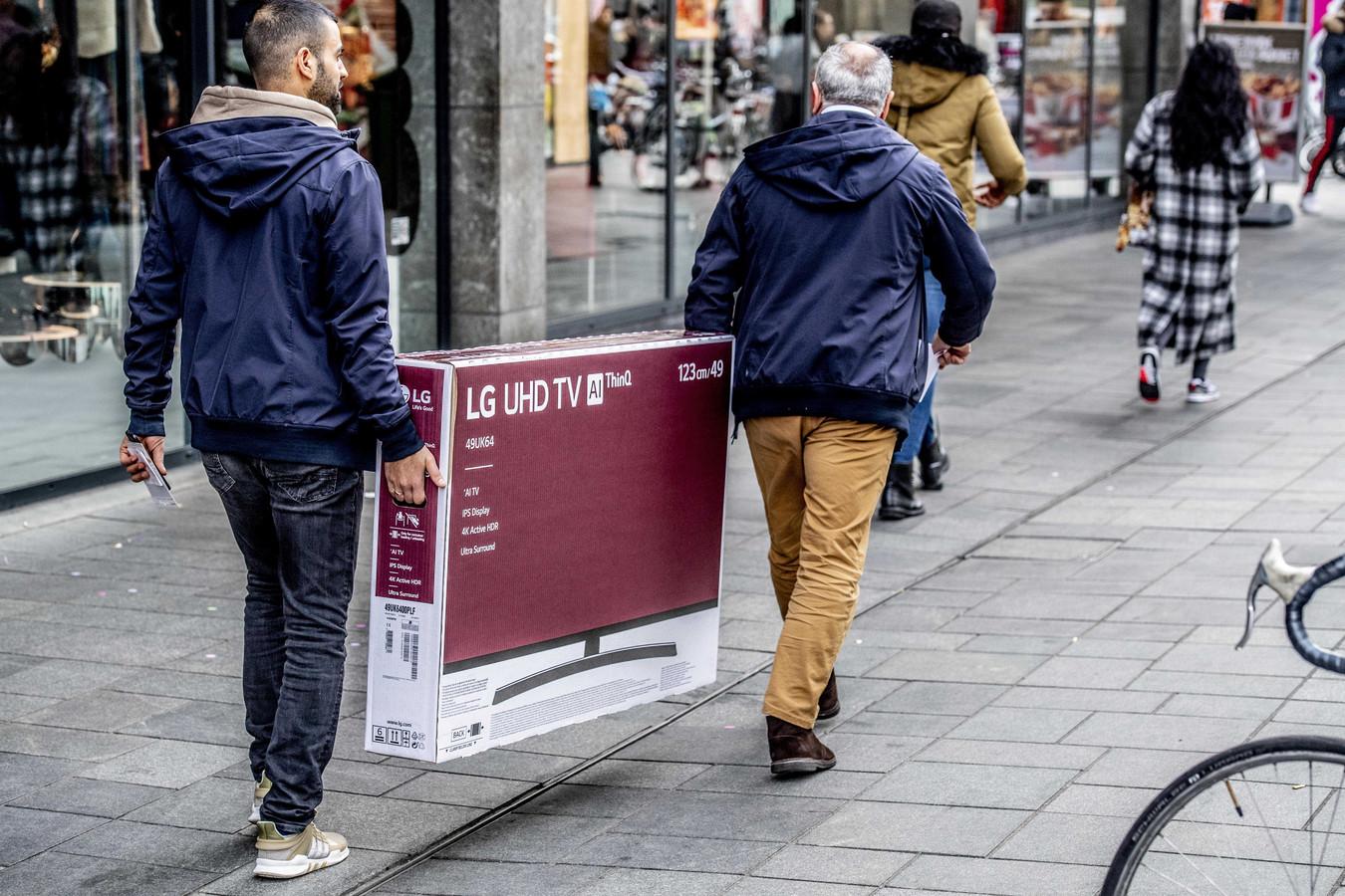 Vooral elektronicawinkels deden goede zaken na de versoepeling van de coronamaatregelen.