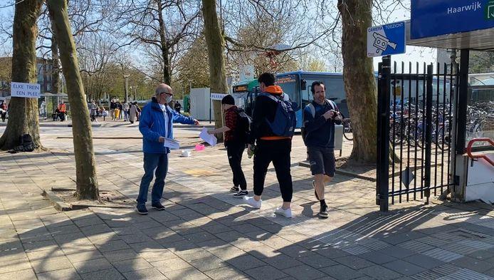 Op station Gorinchem werd actie gevoerd voor toiletten in de treinen van de MerwedeLingeLijn.