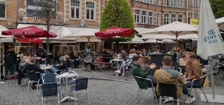 La police ferme la place du Vieux marché à Louvain en raison de l'affluence