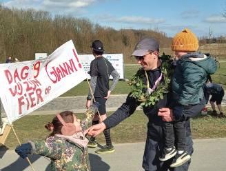 """Gianni finisht na negende halve marathon op rij: """"Eerbetoon aan mijn maandag overleden moeder"""""""