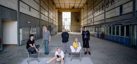 Jonge kunstenaars hopen op broedplaats in oude drukpershal: 'In Enschede is nog van alles mogelijk'