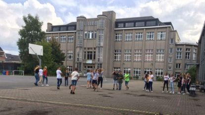 Drive-in proclamatie in Sint-Vincentius Instituut Gijzegem